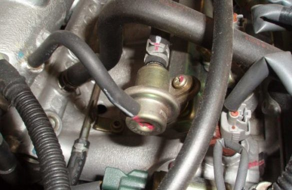 Fuel Pressure Regulators - Function, Failure Symptoms And Testing