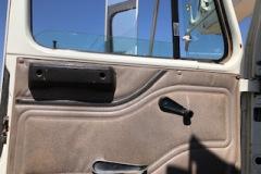 Bucket-truck-22658-int