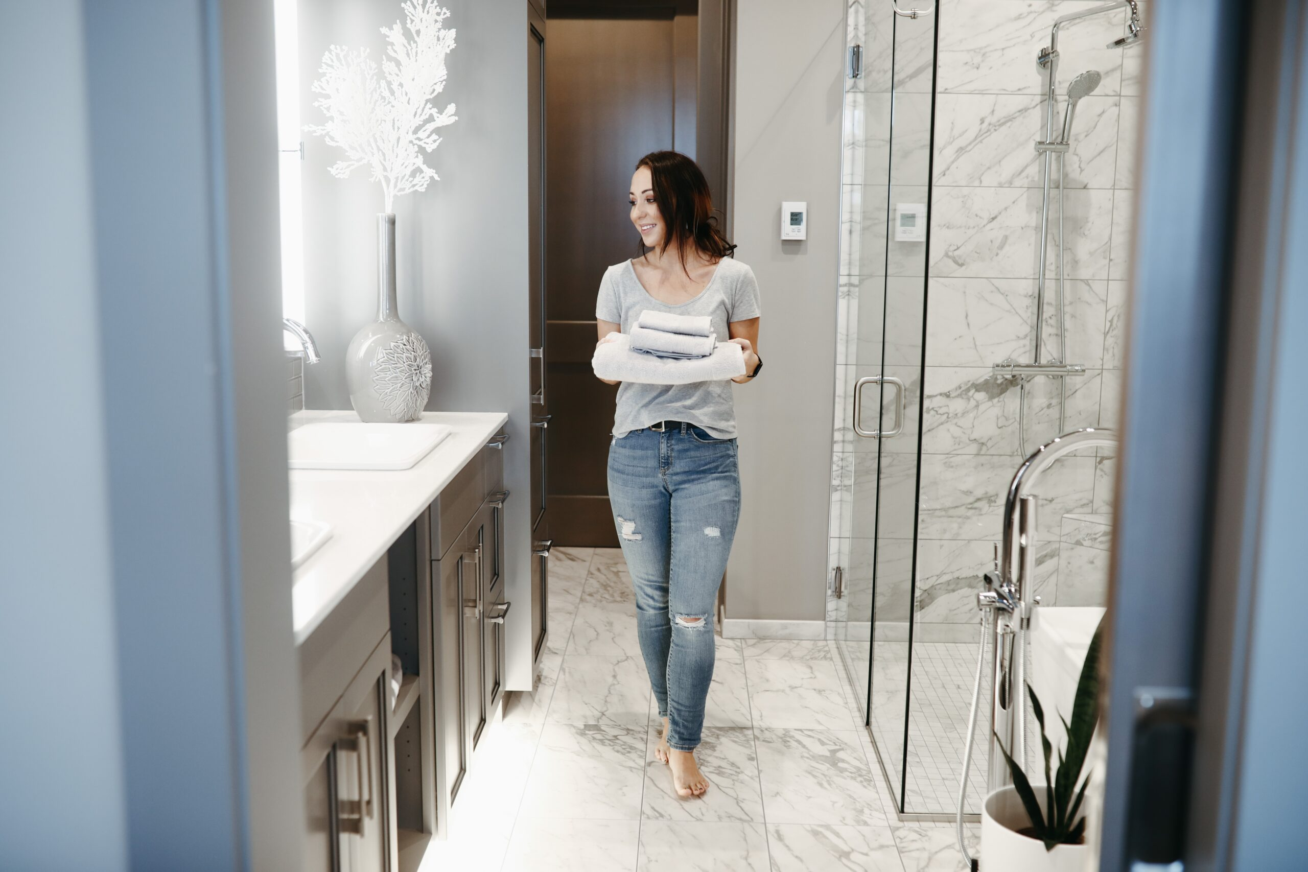 tips on how to stage a bathroom for an open house
