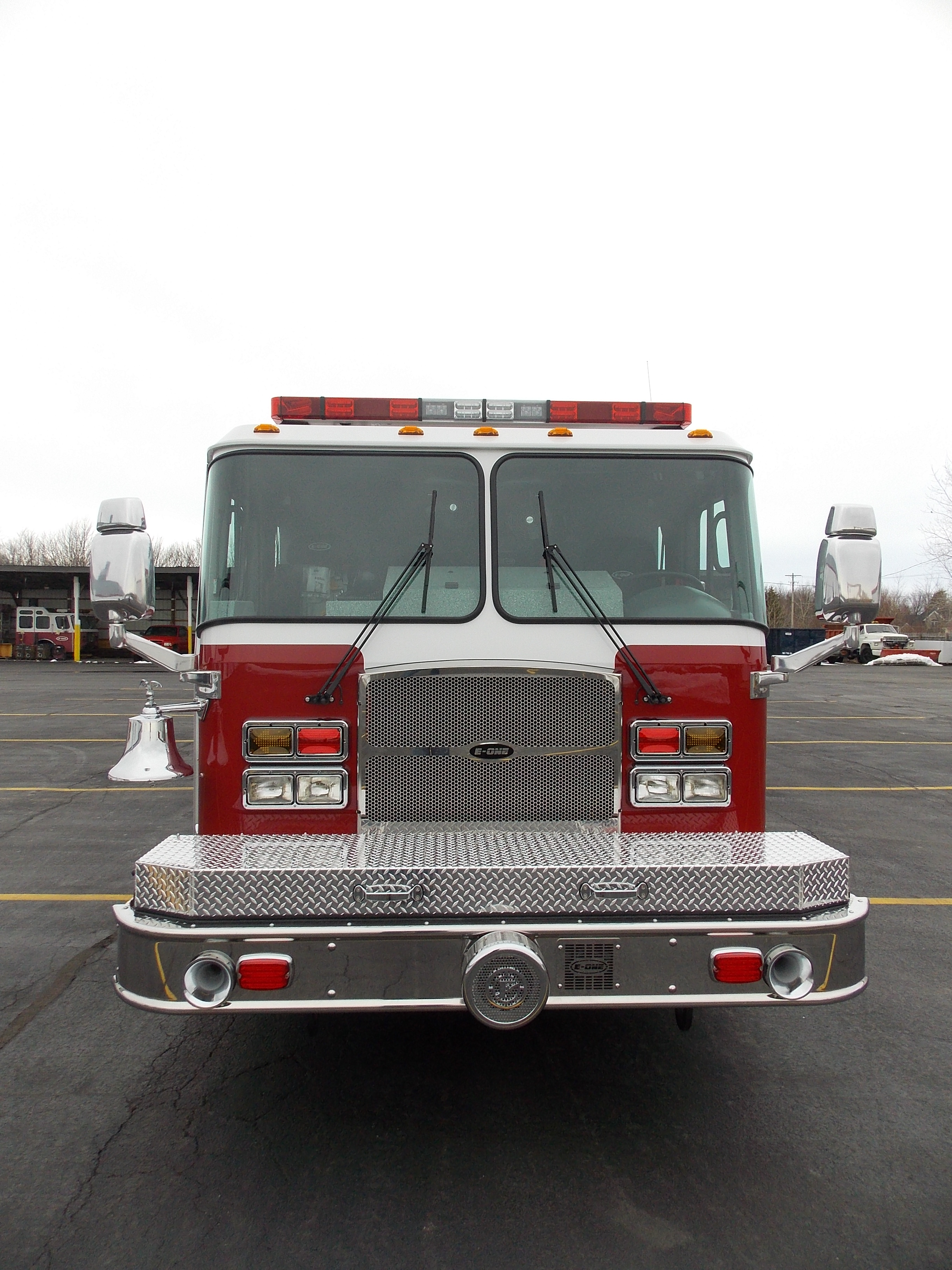E-ONE Hamburg STAINLESS SS eMAX top mount pumper - Front View