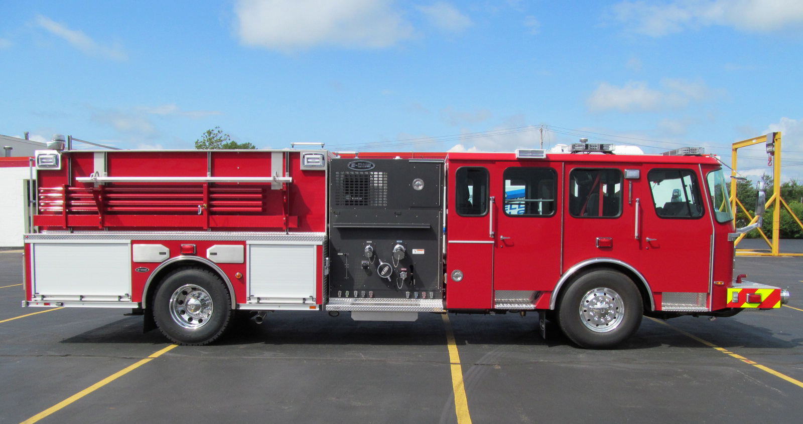 E-ONE Stainless Side Mount Pumper - Officer Side
