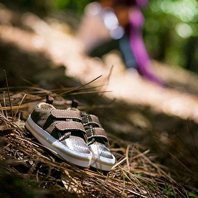 Zapatos de Bebé en Sesión de Fotos de Maternidad en Exteriores en Panamá