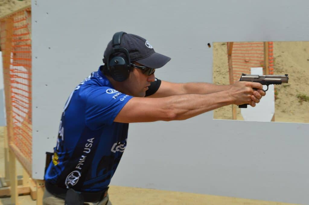 Dave Sevigny at USPSA Area 7 with FNS-9 Longslide