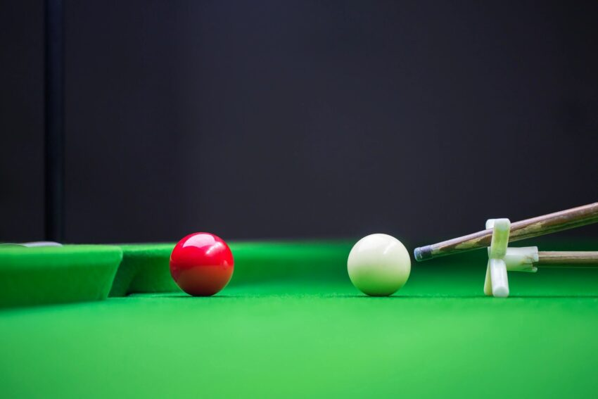 Cue and cue ball