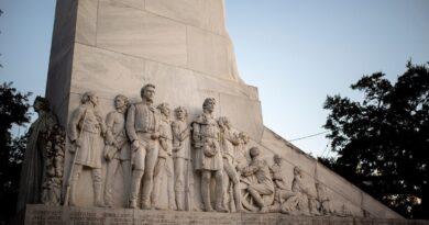 Alamo renovation gets stuck over arguments about slavery