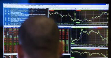 Analysis-Investors look to near $2 trillion corporate cash hoard to buoy stocks By Reuters