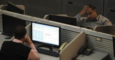 America Movil Q3 net profit dips to 15.8 billion pesos By Reuters