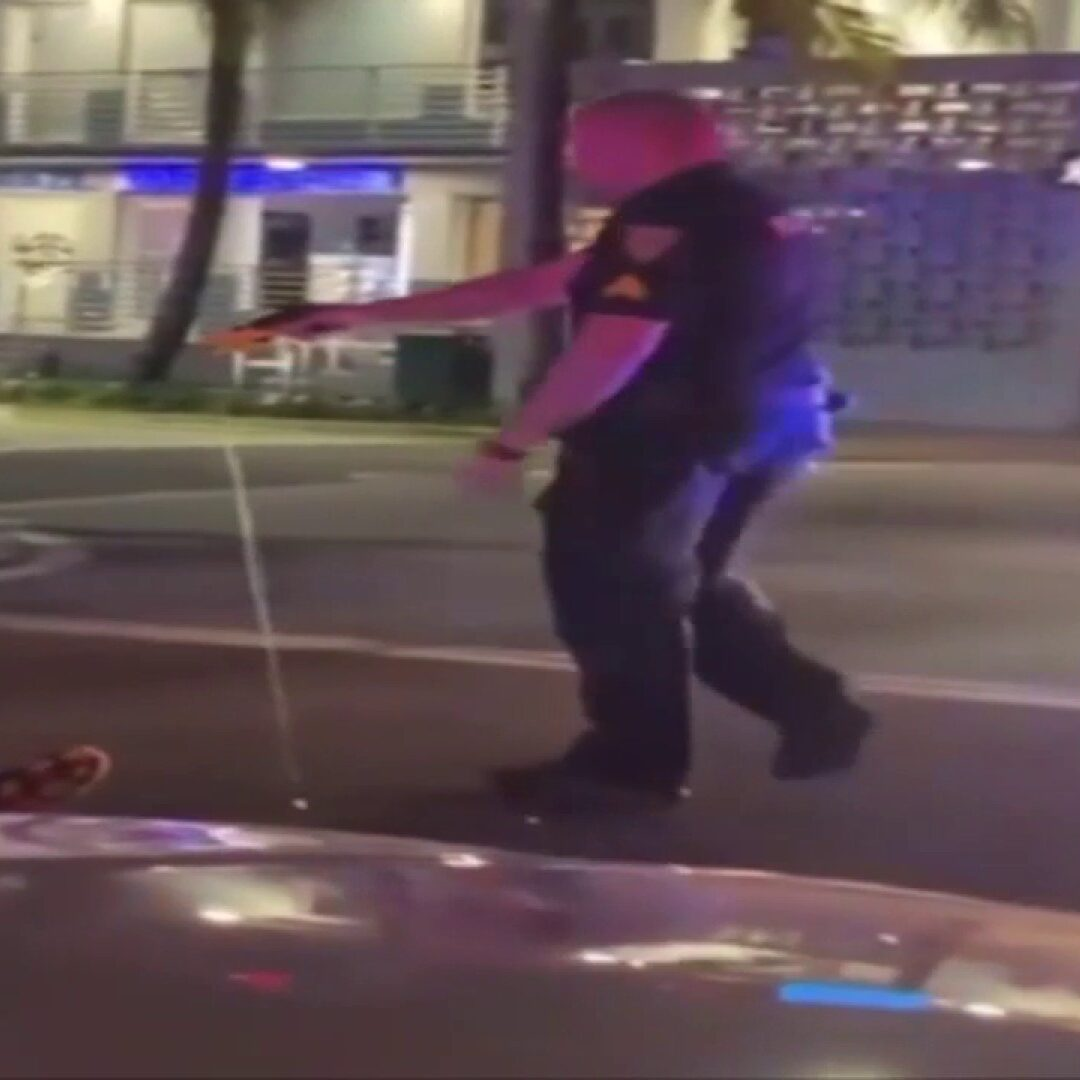 Police: Tourists tased in Miami Beach after 1 struck cop car with glass bottle