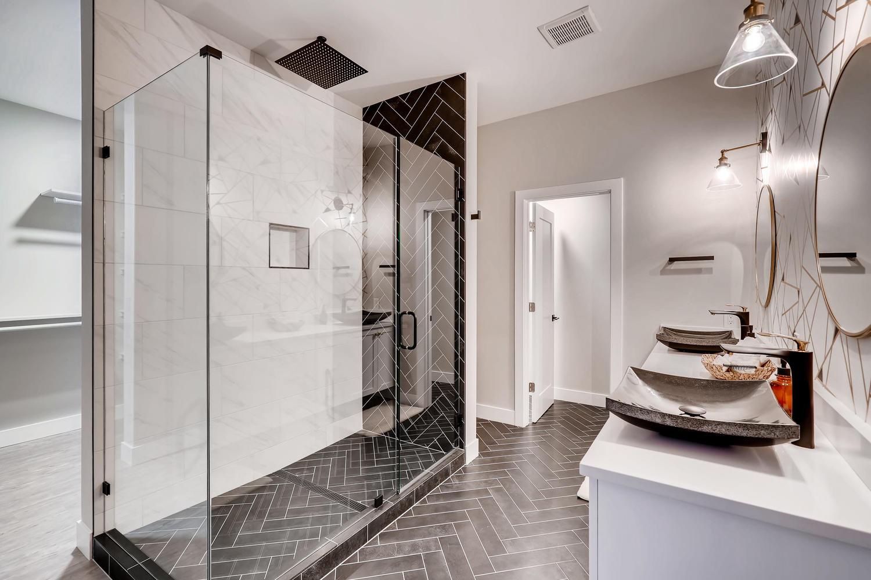 4901 Meade St Denver CO 80221-large-019-027-2nd Floor Master Bathroom-1500×1000-72dpi