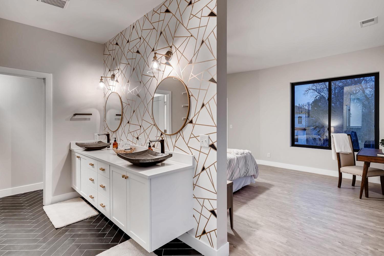 4901 Meade St Denver CO 80221-large-020-035-2nd Floor Master Bathroom-1500×1000-72dpi