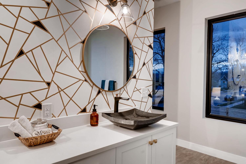 4901 Meade St Denver CO 80221-large-021-024-2nd Floor Master Bathroom-1500×1000-72dpi
