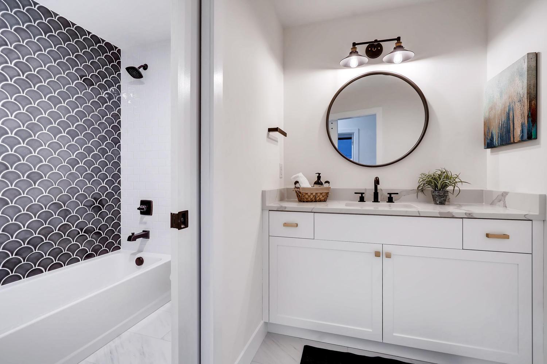 4901 Meade St Denver CO 80221-large-025-012-2nd Floor Bathroom-1500×999-72dpi
