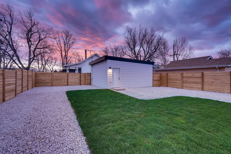 4901 Meade St Denver CO 80221-large-034-022-Back Yard-1500×1000-72dpi