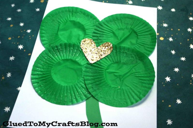 Glued to My Crafts' Cupcake Liner Shamrock Craft