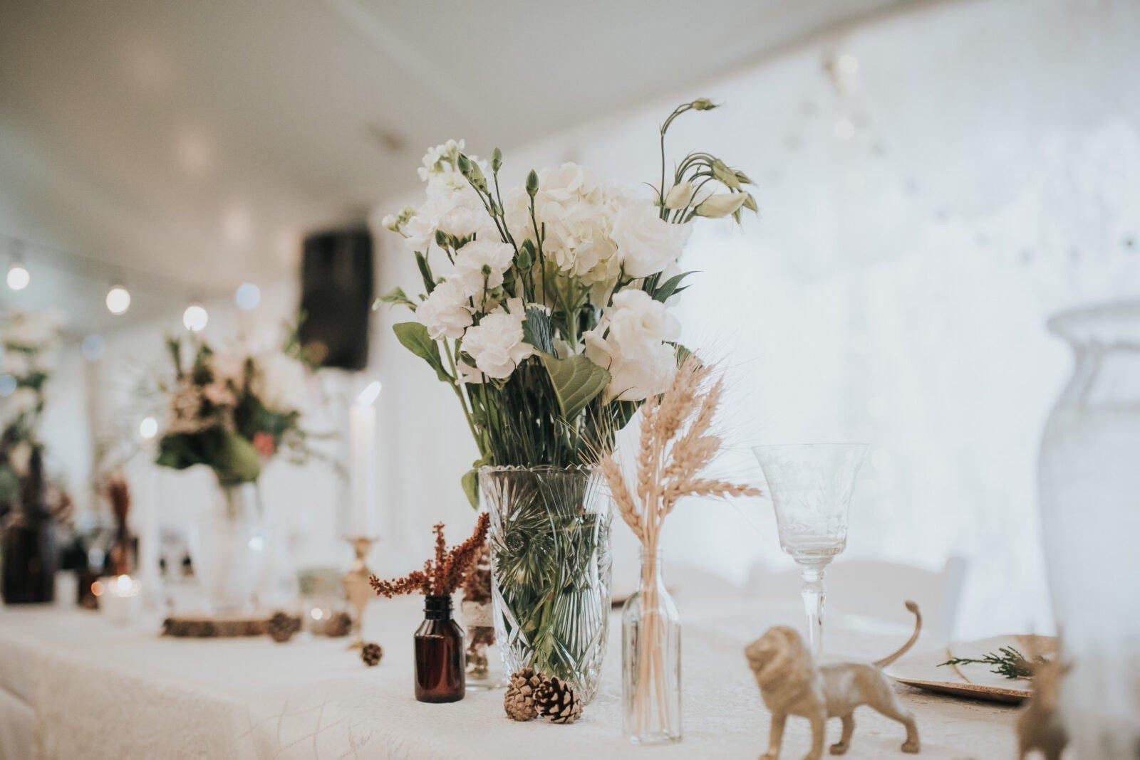 Wedding table decor for woodland wedding.