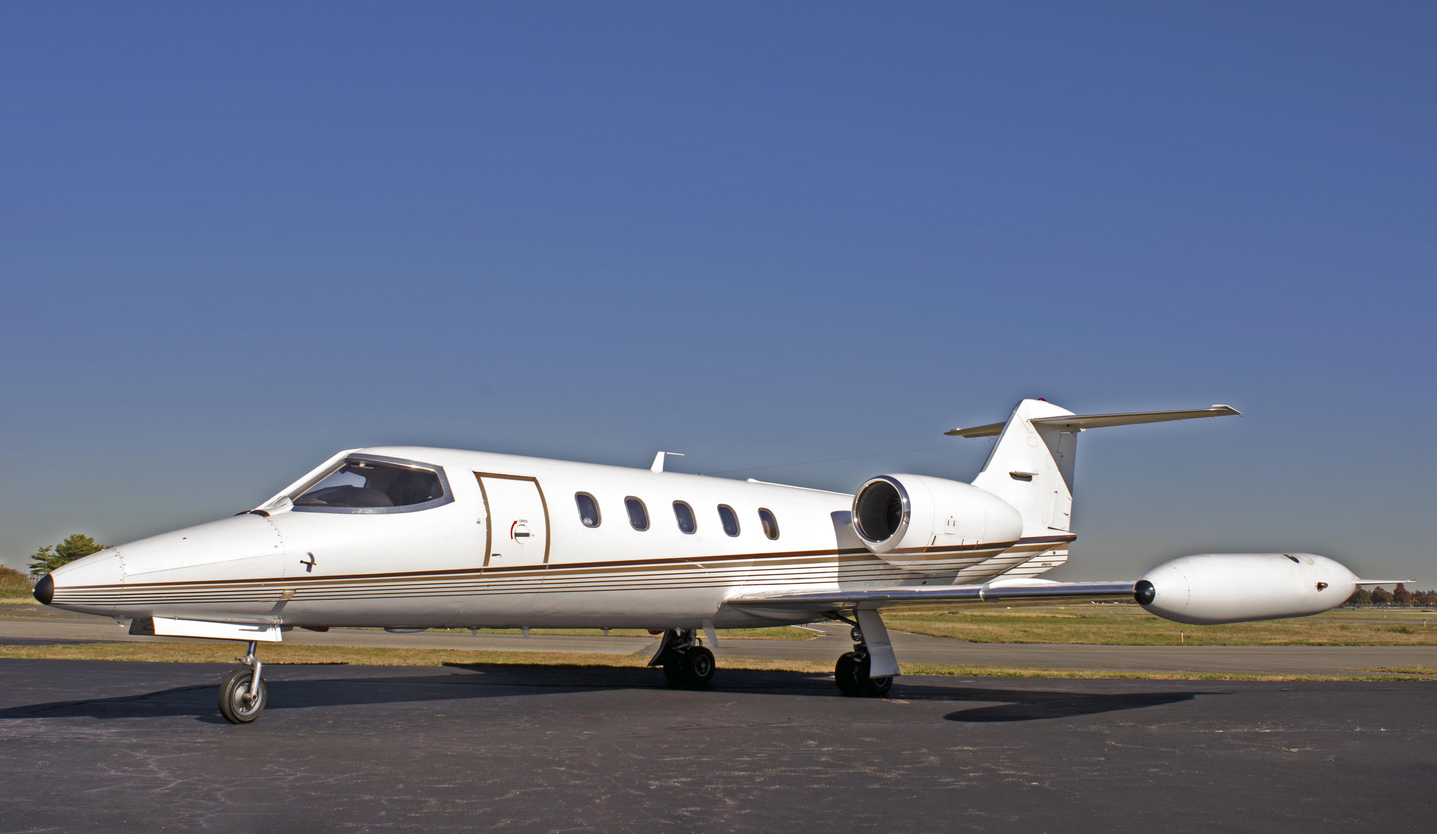 Lear 35-2 Exterior
