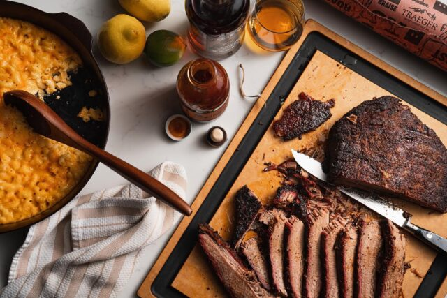 Never a bad day for bourbon & brisket. 🇺🇸  • • • 💨 Smoked on @traegergrills with @bellemeadebrbn to wash it down🥃 plus some cheesy mac cooked in @fieldcompany cast iron 🍳. Served on the go-to @epicurean_usa cutting board 🔪 — who's hungry? 😋