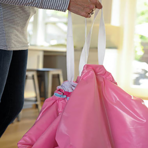 Stoweyjoey converts quickly between playmat and toybag. Traveling with children just got a whole lot easier.