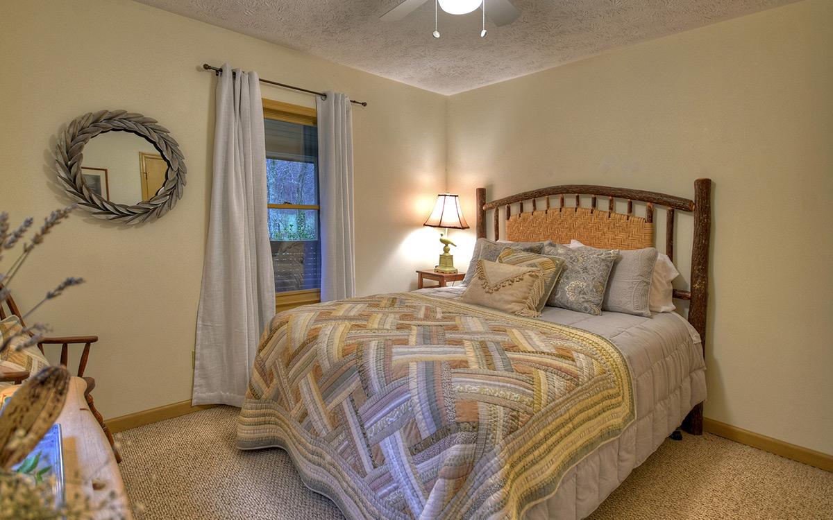 bluebird cabin bedroom 1