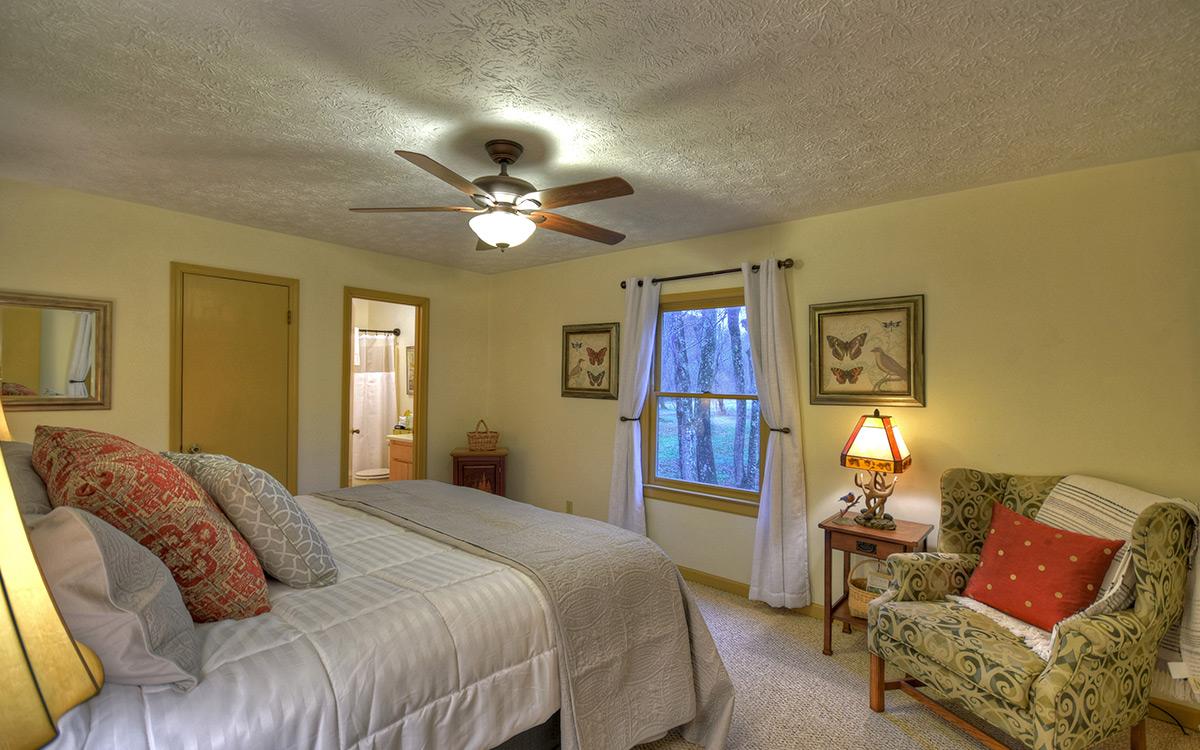bluebird cabin bedroom 2-1