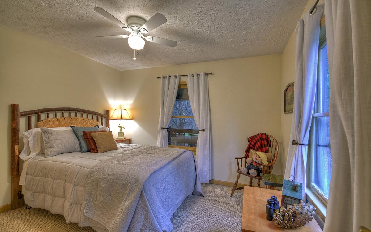 bluebird cabin bedroom 3