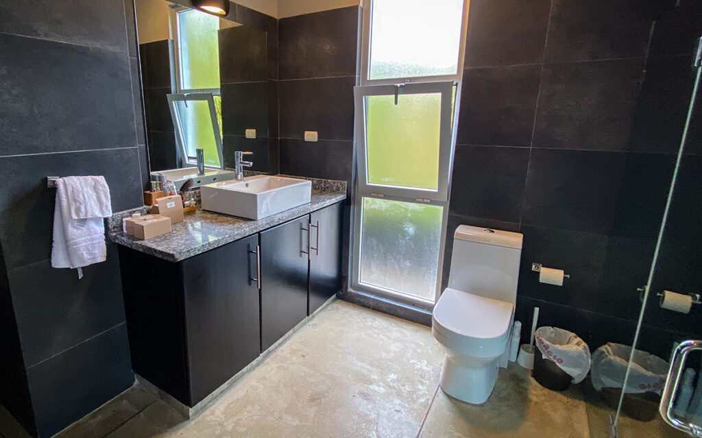 casa de las olas encuentro master bathroom