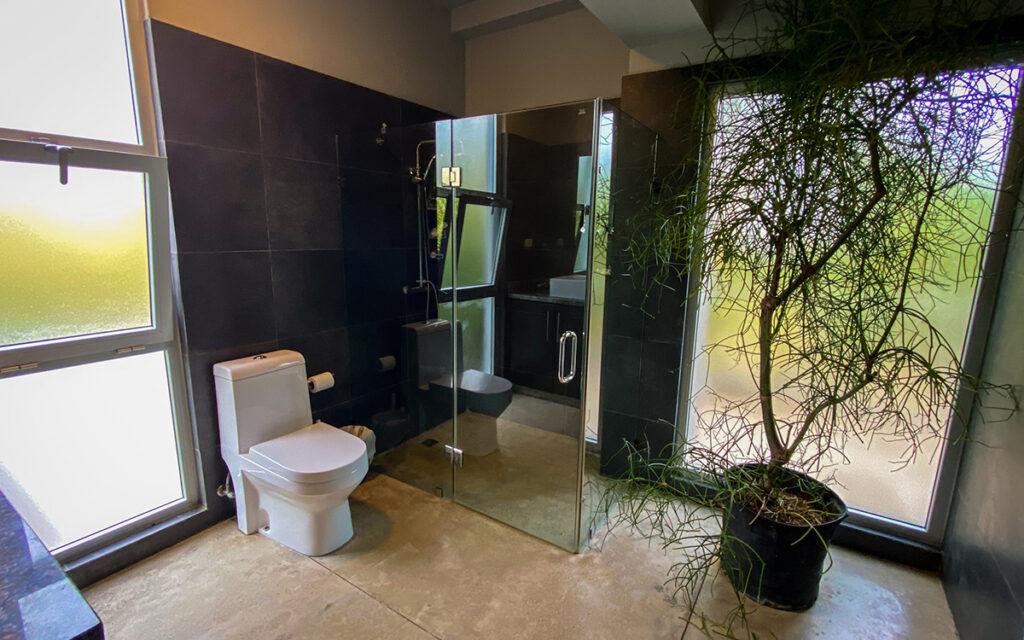 casa de las olas encuentro master bathroom 2