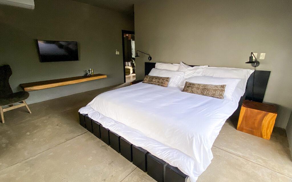 casa de las olas encuentro master bedroom