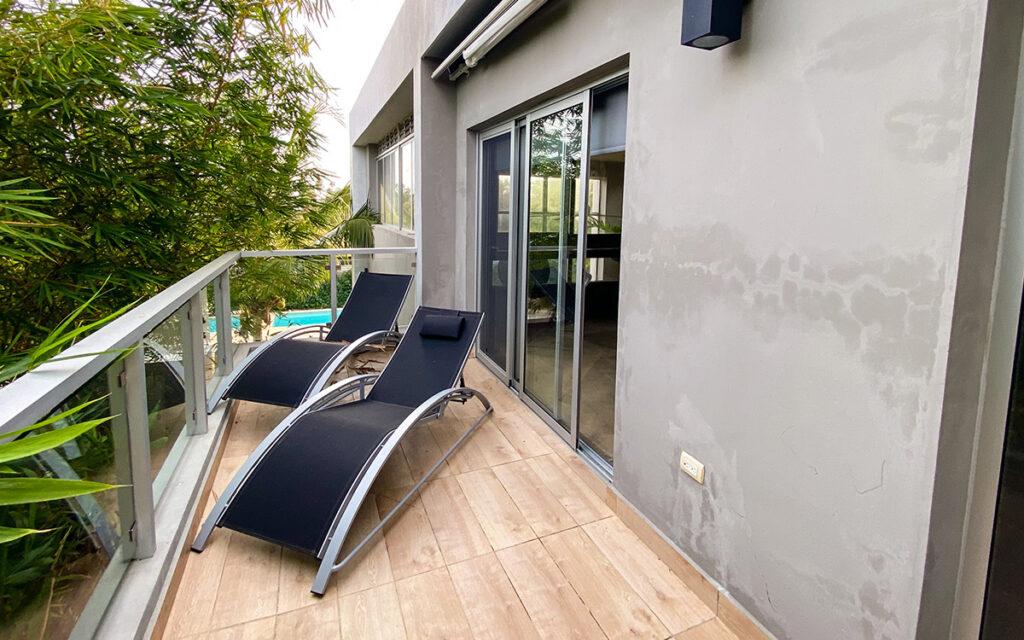 casa de las olas master bedroom patio