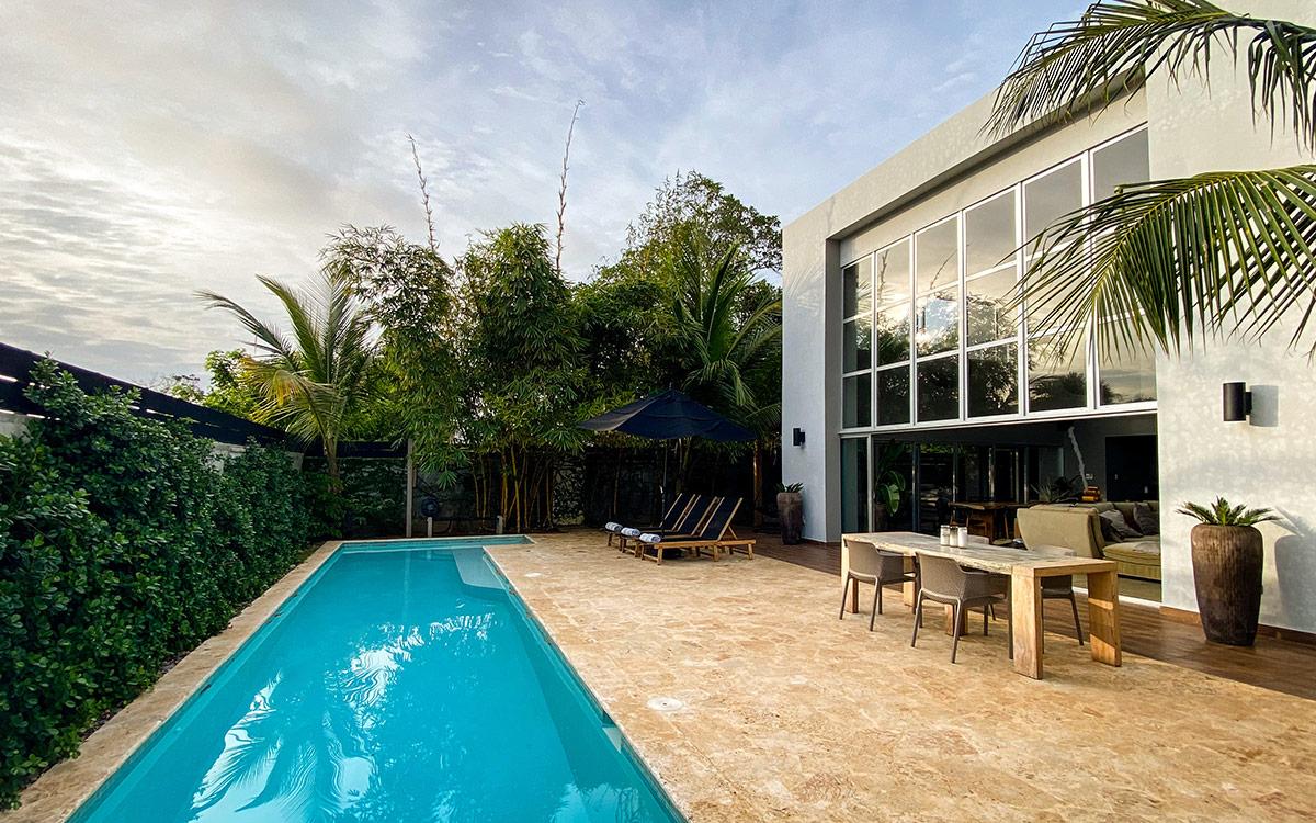 casa de las olas pool