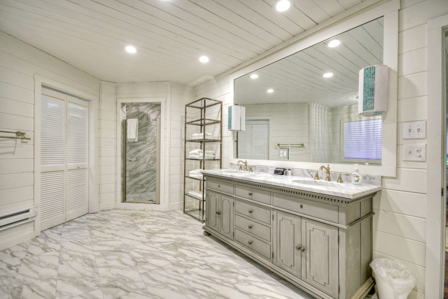 dock holiday master bath