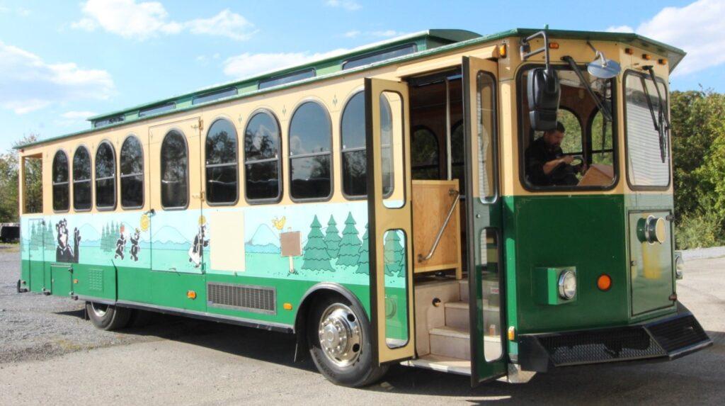 Trolleys - 2004 Hometown Trolley