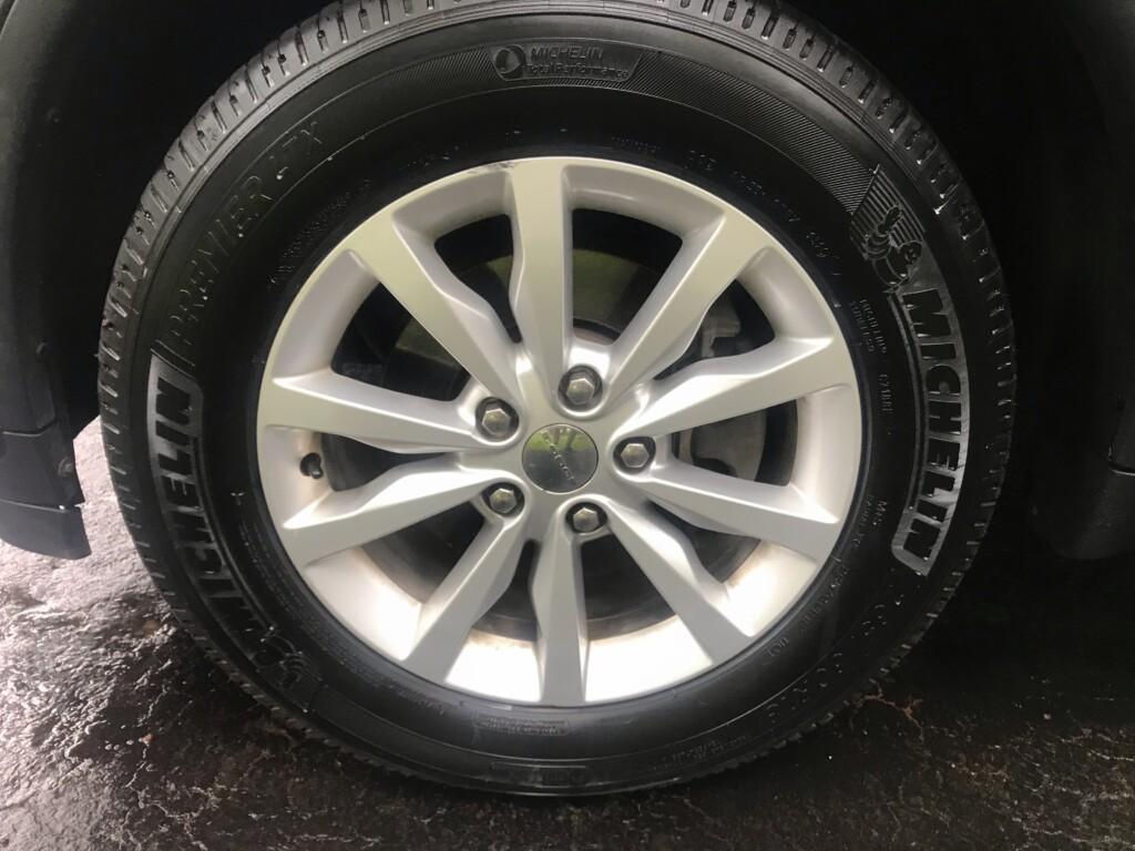 Dodge durango wheel close up