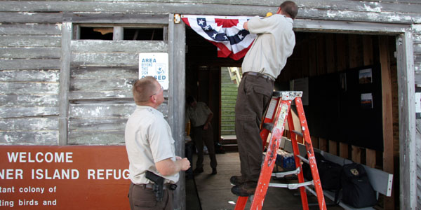 usfw-hanging-flags