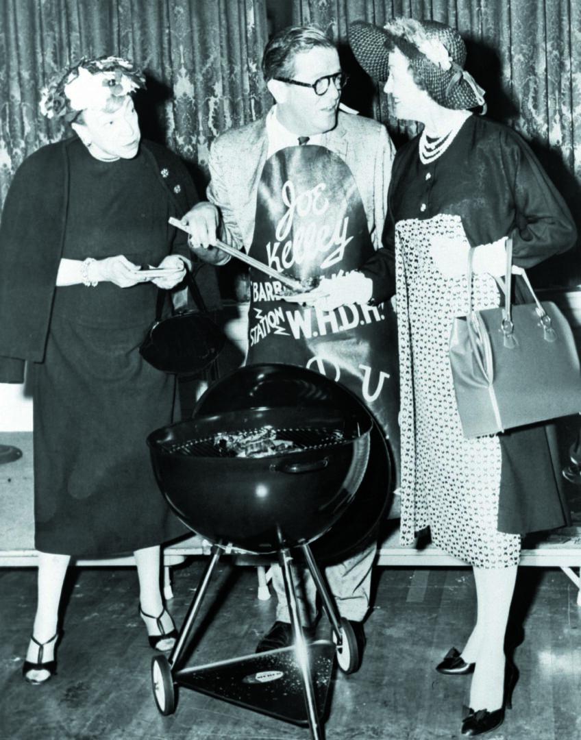 B&W 2 ladies talking to man grilling 2