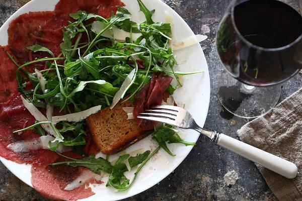 איך להכין קרפצ'יו פילה בקר בבית - אירוח בסטייל - EshetStyle (צילום: טליה הדר)