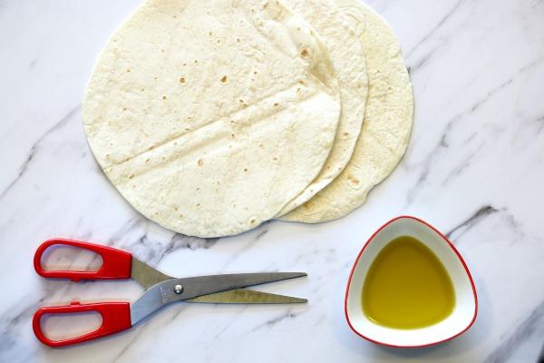 מאיך להכין משולשי טורטיה קראנצ'ים לאירוח -EshetStyle (צילום: טליה הדר)