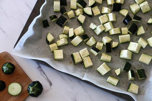 קוביות זוקיני בתנור מתכון קל - אירוח בסטייל - EshetStyle (צילום: טליה הדר)