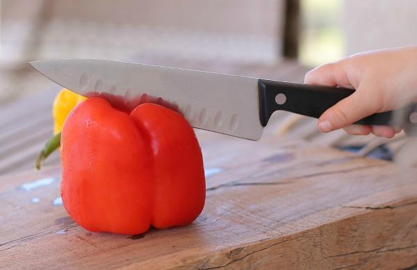 איך לחתוך פלפל | טיפים פרקטיים למטבח | הבלוג של אשת סטייל EshetStyle (צילום: טליה הדר)