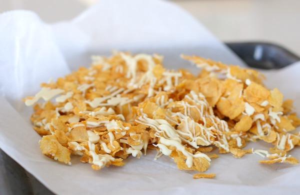 פירורי קורנפלקס קראנצ'יים עם שוקולד לבן_טיפים למטבח_אירוח בסטייל (צילום: טליה הדר)