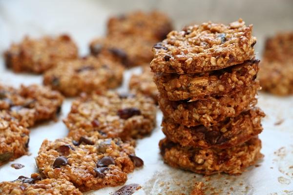 עוגיות גרנולה_עוגיות שיבולת שועל_עוגיות ממכרות_מתכון קל_אירוח בסטייל_צילום ומתכון: טליה הדר