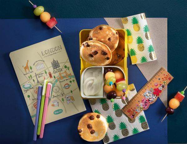 מיני פנקייק שוקולד צ'יפס עם גבינת שמנת_ארוחת עשר מתוקה לילדים_מתכון: טליה הדר, צילום: דניאל לילה_מתוך כתבה בלאשה