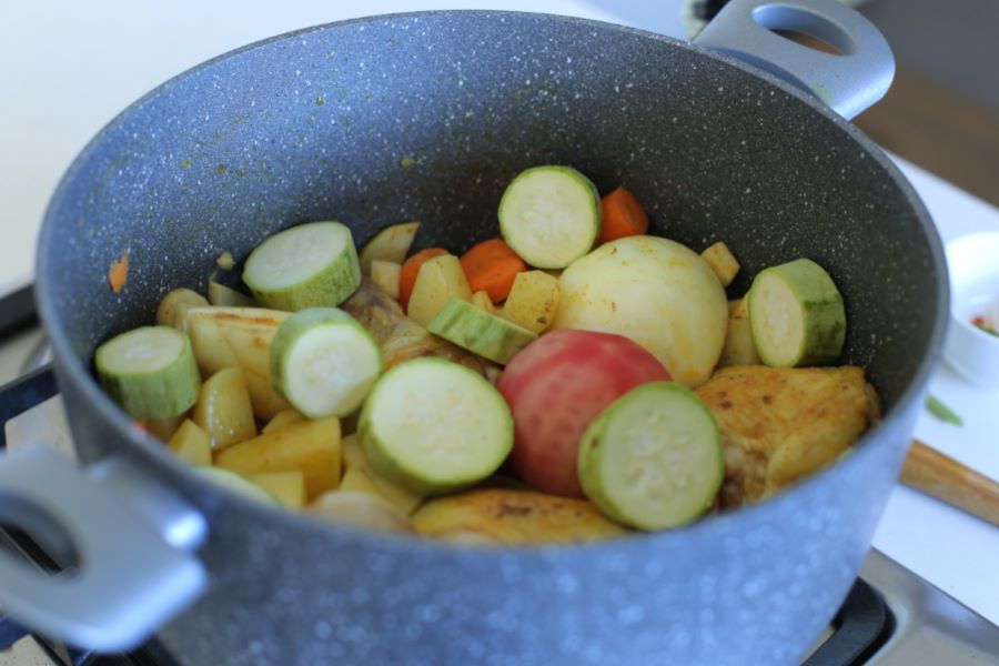 איך מכינים מרק עוף_כל השלבים_מתכון טליה הדר אשת סטייל
