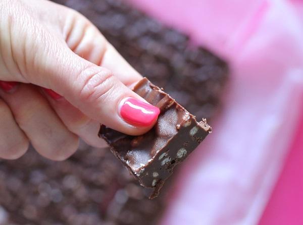 חטיף שוקולד ללא אפיה_חטיף שוקולד טחינה ופצפוצי אורז_מתכון של חמש דקות_טליה הדר אשת סטייל