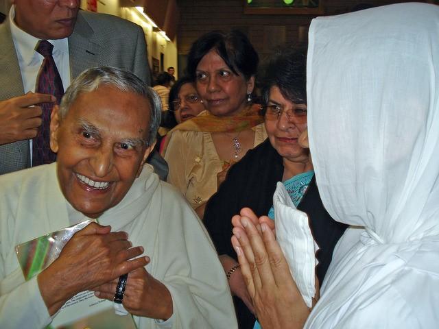 Samanijis Performed A Prayer At AMahaveerAward Ceremony