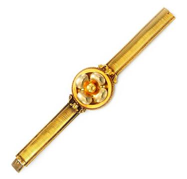 An Antique Gold Bracelet