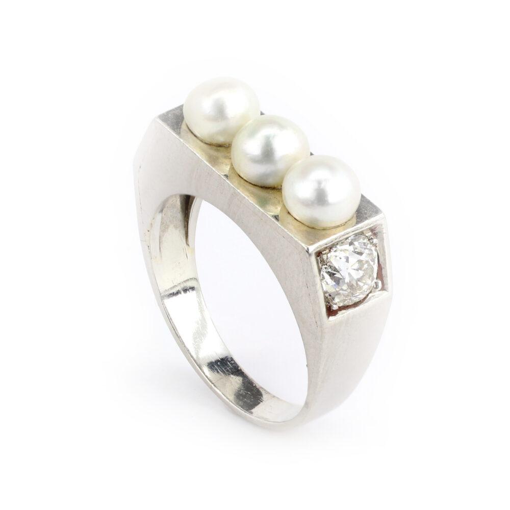 Pearl, Diamond and Platinum Ring