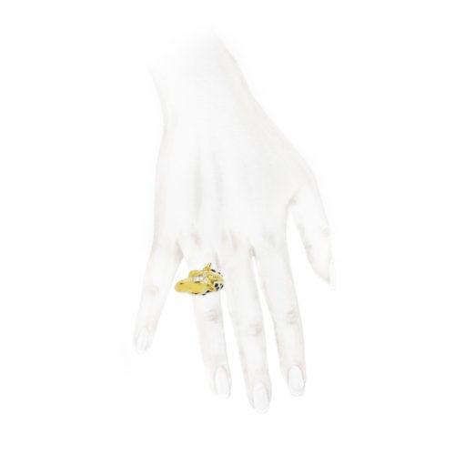 David Webb Enamel, Diamond and Gold Giraffe Ring