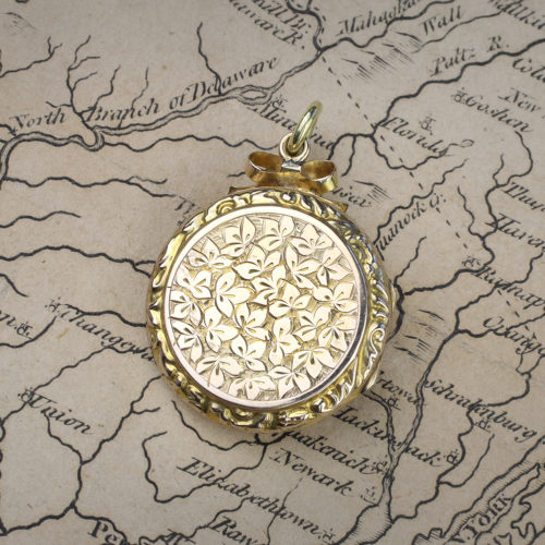 An Antique Circular Shaped Gold Locket Pendant