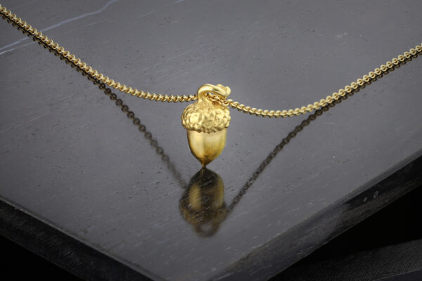 JAR Sculpted Gold Acorn Pendant Necklace